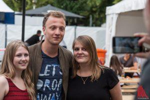 Joris mit unseren Leserinnen Christina (li.) und Paulina. (Foto: sg)