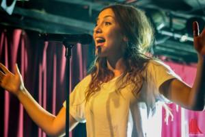 Nachdem Namika das für März angesetzte Konzert absagen musste, spielte sie gestern in der Sputnikhalle. (Foto: bk)