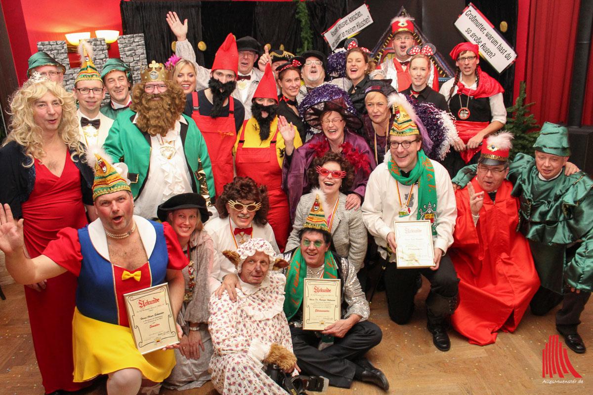 Die neuen Senatoren und Mitwirkenden der Narrenzunft Aasee verbrachten ein paar närrische Stunden im karnevalistischen Märchenwald. (Foto: je)
