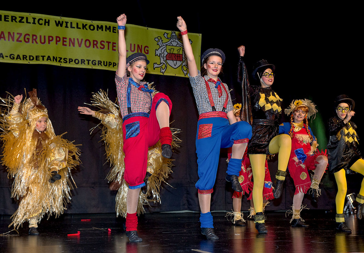 """Die Aaseesternchen beweisen bei ihrem diesjährigen Showtanz: """"Erntezeit – im Kornfeld lebt sich's gut!"""" (Foto: Wolfram Linke)"""