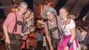 Wenn hamel viele Kalinen und Seegers mit dieser Bayernkowe durch die Bendine böschen, dann ist auch in Münster Oktoberfest. (Foto: Thomas M. Weber)