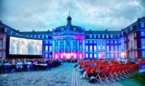 Das Open Air Kino vor dem Schloss. (Foto: kd)