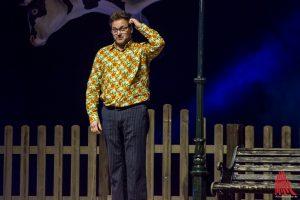 Invasion der Verrückten: Paul Panzer mit seinem neuen Live-Programm auf der Bühne in der Halle Münsterland. (Foto: th)