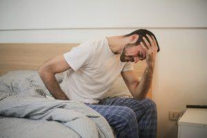 Kopfschmerzen können Menschen im Alltag sehr einschränken. (Symbolfoto: Andrea Piacquadio / Pexels)