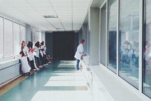 KAB fordert eine angemessene Entlohnung für Pflegekräfte. (Foto: Oles Kanebckuu / Pexels)