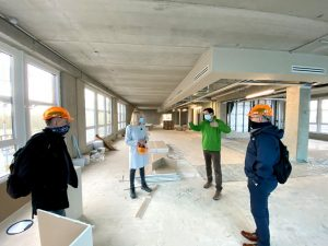 Anke Theissing und Dirk Bölke von der Grimm Holding GmbH informieren Thomas Klein und Christoph Markert vom WFM-Immobilienservice über die Entwicklung des Campus Loddenheide. (Foto: WFM / Martin Rühle)