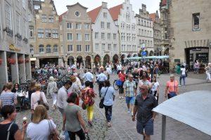 Die Route durch die Ludgeristraße zum Prinzipalmarkt ist die beliebteste in der Altstadt. (Foto: Wirtschaftsförderung Münster GmbH/ Martin Rühle)