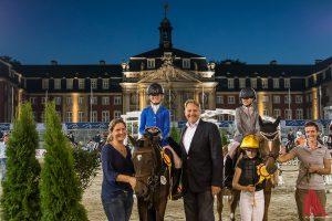 """Die glücklichen Gewinner des """"Münsterländer Pferdestärken Cups"""". (Foto: th)"""
