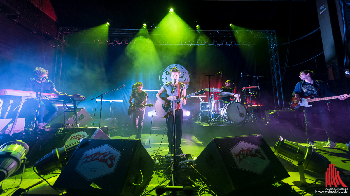 Senkrechtstarter Dittberner mit seiner Live-Band. (Foto: wf / Weber)
