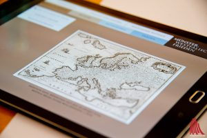 Auf interaktiven Tablets haben Besucher der Bürgerhalle zukünftig die Möglichkeit, sich über den Westfälischen Frieden zu informieren. (Foto: mb)