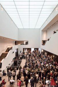 Die Ausstellungsmacher der Skulptur Projekte hatten in das Foyer des LWL-Museums geladen. (Foto: wf / Weber)