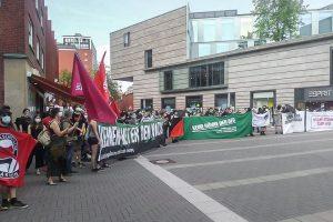 Der Gegenprotest zur rechtsextremen Kundgebung auf dem Stubengassenplatz. (Foto: Keinen Meter Bündnis)