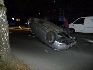 Bei einem Verkehrsunfall auf dem Gremmendorfer Weg landete das Unfallauto auf dem Dach. (Foto: Polizei Münster)