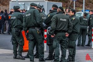 Hohes Polizeiaufgebot auch am Hauptbahnhof. (Archivbild: sg)