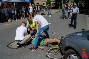 Oberstufenschüler des Schlaun-Gymnasiums bei der interaktiven Kampagne von Polizei, UKM und Feuerwehr. (Foto: th)