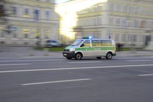 Nach einem Überfall auf zwei Geldboten bittet die Polizei um Hinweise. (Symbolbild: CC0)
