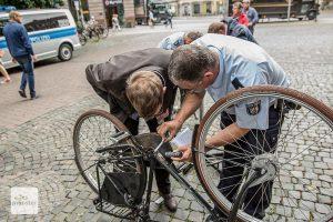 Kostenlose Fahrradregistrierung auf dem Harsewinkelplatz. (Archivbild: Carsten Bender)
