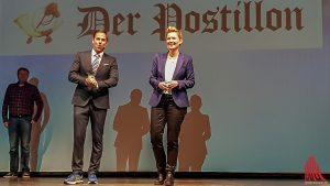 Am Ende gab es viel Applaus für Anne Rothäuser, Thiess Neubert und ihren Praktikanten (li.), der sich allerdings eher schüchtern im Hintergrund hielt. (Foto: ka)