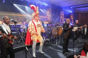 """Die Band """"Hot Chocolate"""" stand gemeinsam mit Prinz Bernard I. auf der Bühne beim Prinzenball. (Foto: je)"""