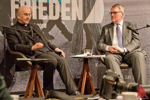 Bischof Dr. Felix Genn (l.) und Prof. Thomas Sternberg stellen das Programm des Katholikentags vor. (Foto: mb)