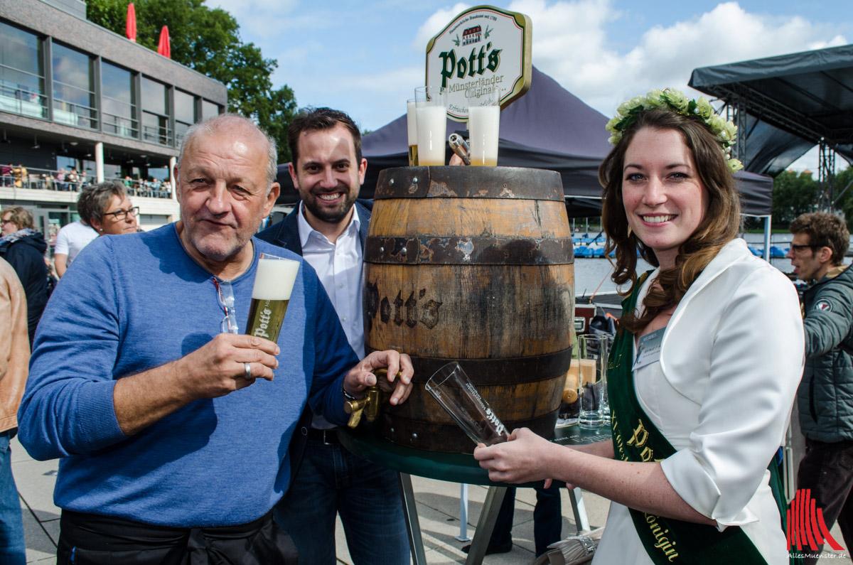 Namensgeber und Bierkönigin gutgelaunt bei der diesjährigen Ausgabe des Promikellnerns: Leonard Lansink und Natalie I. Hainz, Pott's XI. westfälische Bierkönigin. (Foto: th)