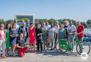 Einige der Promi-Kellner für den 1. September stellten sich schon heute am Aasee vor. (Thomas Hölscher)
