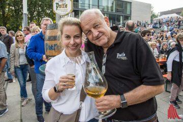 Schauspieler Leonard Lansink und Ehefrau Maren laden gemeinsam mit der Wilsberg-Familie und dem Team der Krebsberatungsstelle zum großen Promi-Kellern am Aasee ein. (Foto: Thomas Hölscher)