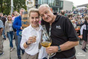 Schauspieler Leonard Lansink mit Ehefrau Maren während des Promi-Kellerns am Aasee (Archivbild: Thomas Hölscher)