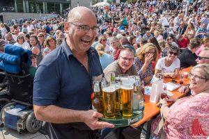 """Beim """"Wilsberg Priomi-Kellnern"""" brach Vittorio Alfieri in diesem Jahr den Kellner-Rekord. """"Es hat wirklich richtig Spaß gemacht"""". (Foto: th)"""