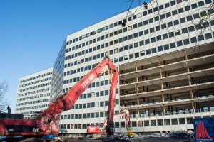Das Gebäude der ehemaligen Oberfinanzdirektion wird auf konventionellem Wege rückgebaut. (Foto: th)
