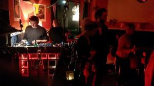 """Suff Ahoi, die Rakete fliegt an einen besseren Ort!"""" hieß es am Freitag, als DJs wie Nervous Norbert und der Erdbeerschorsch zum letzten Mal im Raketencafé aufgelegt haben. (Foto: Matthias Kasig)"""