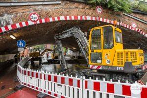 Die Wasserleitung unter der seit dem Rohrbruch gesperrten Hafenstraße wird nun komplett erneuert. (Foto: Thomas Hölscher)