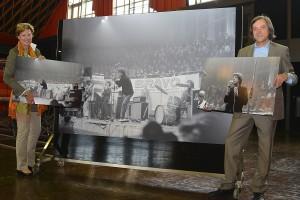 Auf historischem Boden: Dr. Ursula Paschke (Geschäftsführerin der Halle Münsterland) und Axel Schollmeier (stellv. Leiter des Stadtmuseums) erinnern an den ersten Deutschland-Auftritt der Rolling Stones vor 50 Jahren. (Foto: MCC)