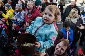 Familien mit kleinen Kids sollen beim Rosenmontagszug nicht zu kurz kommen. (Archivbild: th)