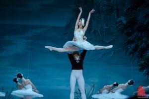 """Das Staatliche Russische Ballett Moskau führt Tschaikowskys Ballett """"Schwanensee"""" auf. (Foto: th)"""