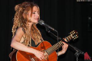 Sarah Lesch spielt ein grandioses, emotionales Konzert. (Foto: bk)