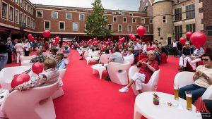 Der Rote Platz im Rathausinnenhof. (Foto: wf / Weber)