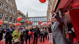 Zur Eröffnung des Schauraums wurden Hunderte rote Luftballons in den Himmel geschickt. (Foto: wf / Weber)