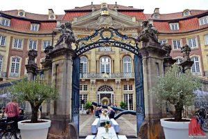 Arien und Antipasti gibt es auf der Piazza am Erbdrostenhof. (Foto: Tanja Sollwedel)