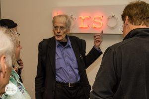 """Konzeptkünstler Timm Ulrichs erläuterte sein Werk """"torso"""" in der Kunstsammlung der LVM Versicherung. (Foto: Thomas Hölscher)"""