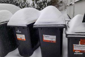 Der Schnee ist Schuld: Am Montag werden keine Mülltonen geleert. (Foto: Ralf Clausen)