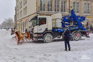 Die AWM sind derzeit mit allen verfügbaren Kräften dabei, die Straßen von Münster vom Schnee zu räumen. (Foto: Tessa-Viola Kloep)