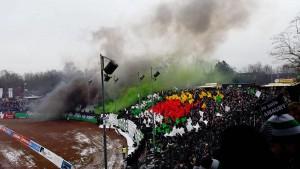 Beim Spiel gegen Hansa Rostock wurde im Preußen-Block zahlreiche Pyrotechnik abgefeuert. (Archivbild: Oliver Meng)