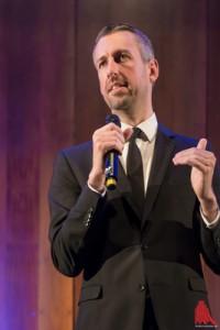 Kabarettist Pufpaff blödelt nicht nur herum, sondern positioniert sich auch. (Foto: wf / Weber)