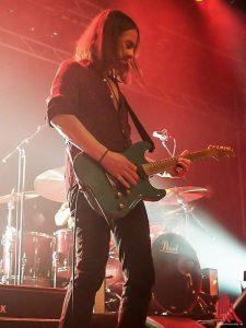 Gitarrist Christian Neander sorgt mit seinen Riffs für eine klare Ausrichtung von Selig: ROCK! (Foto: Kloep)
