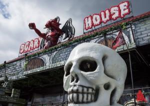"""Im """"Scary House"""" haben sich lebendige Zombies einquartiert. (Foto: th)"""