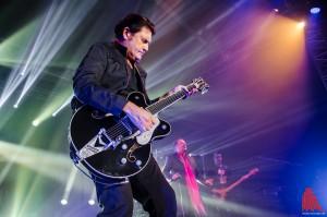 Wie eh und je: Gitarrist Charlie Burchill gibt alles. (Foto: th)