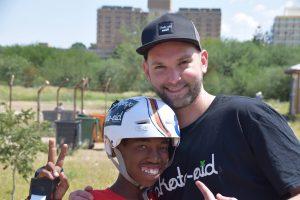 Torben Oberhellmann bei einer Projektreise in Namibia. (Foto: Benien Hoborik)