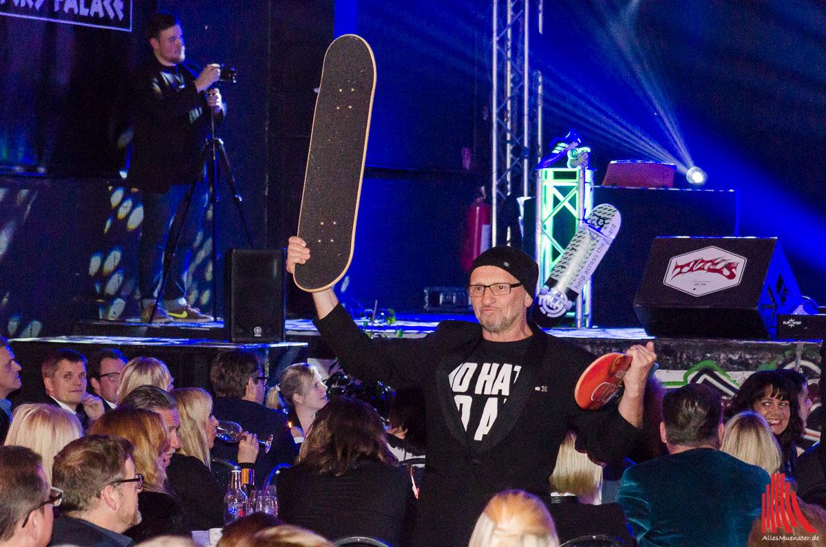 skate-aid Initiator Titus Dittmann versteigert Skateboad-Decks. (Foto: th)