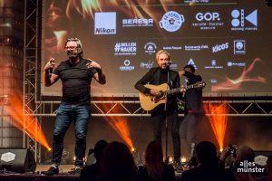 Henning Wehland und Jan Löchel bei ihrem Spontanauftritt. Ein Privatkonzert mit den beiden versteigerten sie für unglaubliche 9000 Euro! (Foto: Thomas Hölscher)